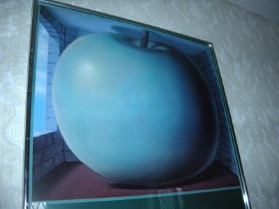 Lqqk framed magritte la chambre d 39 ecoute gallery print ebay for Chambre d ecoute