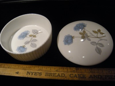 Vintage wedgewood ice rose bone china trinket box floral for Wedgewood designs