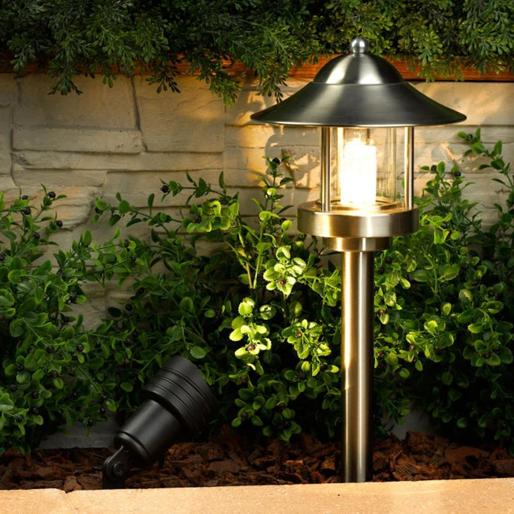 New westinghouse grande chaumont led low voltage landscape for Volt landscape lighting