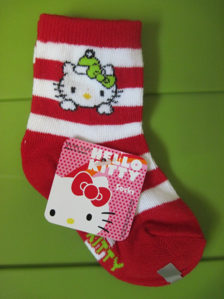 Hello Kitty Knitting Pattern Socks : Girls Hello Kitty Socks Pattern Size Choice New eBay