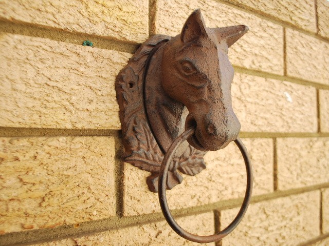 Cast iron antique style horse head door knocker cottage towel ring rustic ebay - Horse door knocker ...