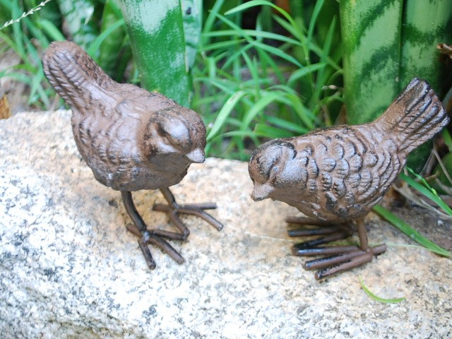 Pair-of-Rustic-Cast-Iron-Little-Birds-Garden-Ornaments