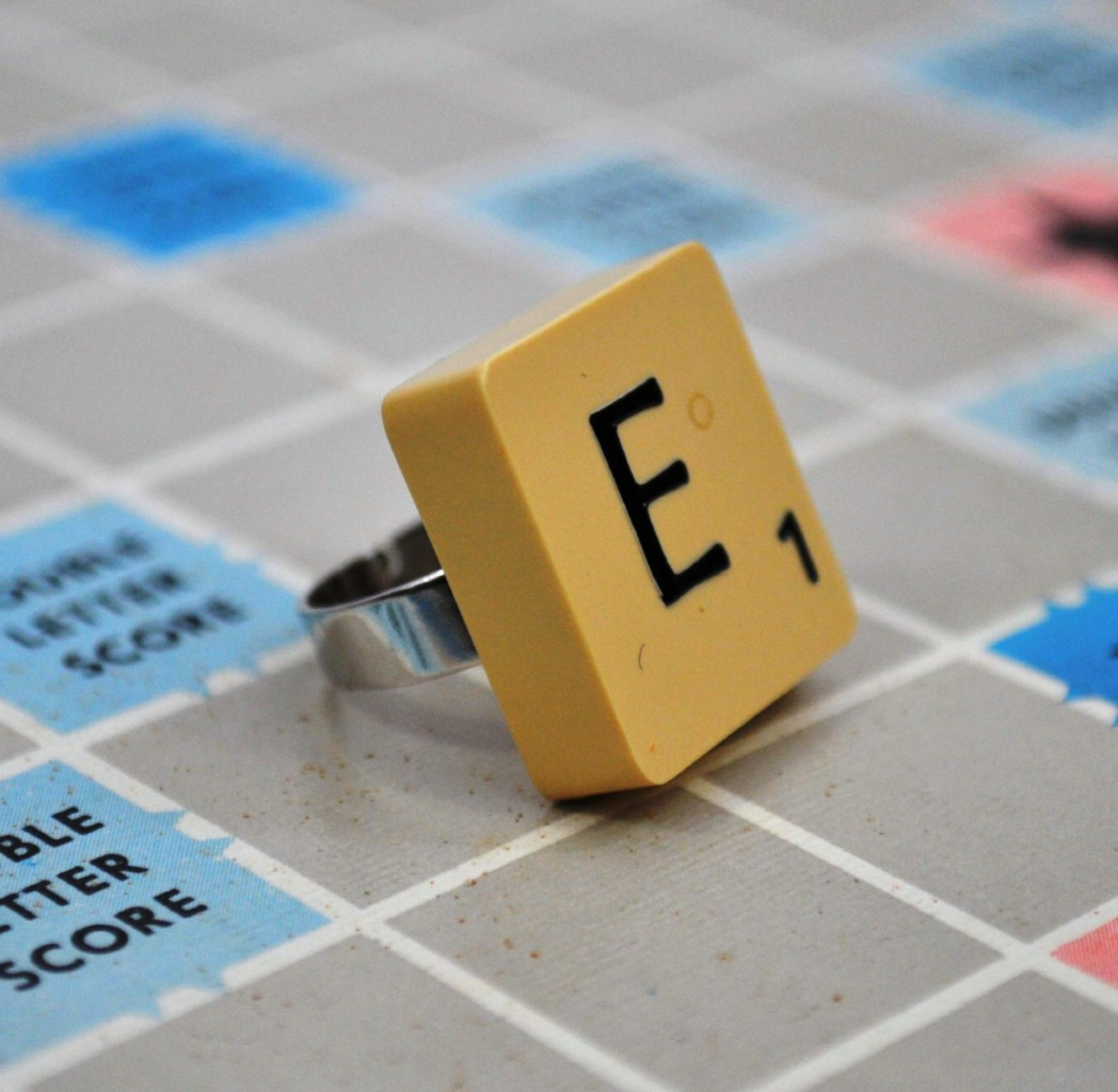 VINTAGE-SCRABBLE-RING-Gift-Box-Pick-Any-Letter-NEW-BNIB-Personalised-Initial