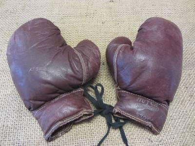 Нажмите на эту ссылку, чтобы перейти к винтажный костюм кожаные боксерские перчатки