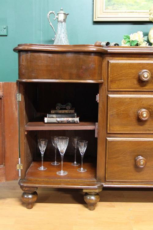 Antique Welsh Mahogany 3 Drawer 2 Door Sideboard TV  -> Mahogany Tv Sideboard