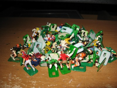 Electric Football Football Figures http://www.ebay.com/itm/Vintage-Tudor-Electric-Football-70-figure-lot-/190612296788