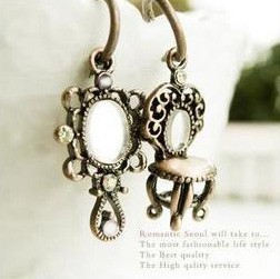NEW-Asymmetric-Bronze-Dressing-stool-mirror-Earring
