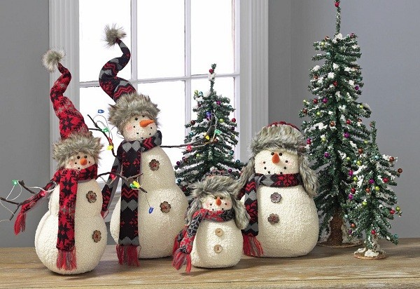 save money on christmas decorations and ornaments