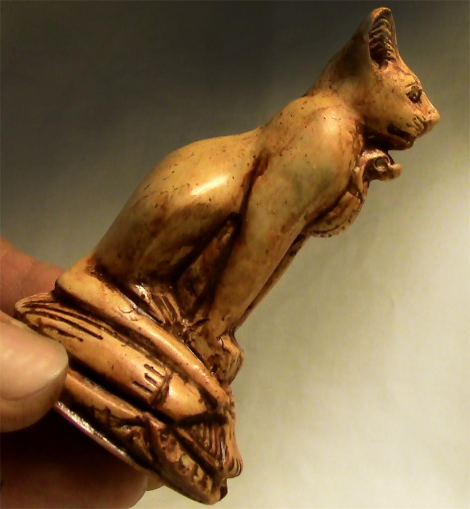 BASTET-ANCIENT-EGYPTIAN-TOMB-CAT-STATUE