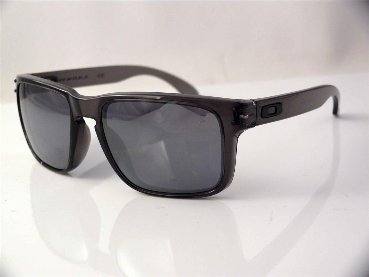 oakley holbrook grey