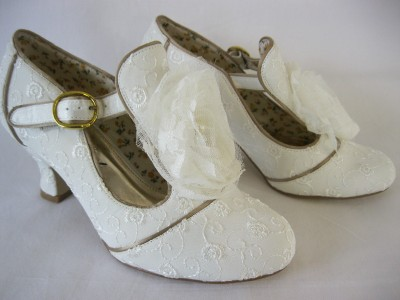 Perfect Vintage By V T Dorothy Sz 3 9 Lace Broderie Low Heel T Bar Bridal Shoe