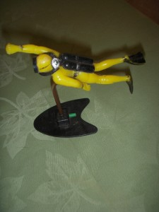 Vintage 1970deep diver yellow aquarium fish tank ornament for Aquarium scuba diver decoration