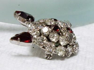 JOSEPH WARNER Prong Set Red Rhinestone KITTY CAT Pin Brooch