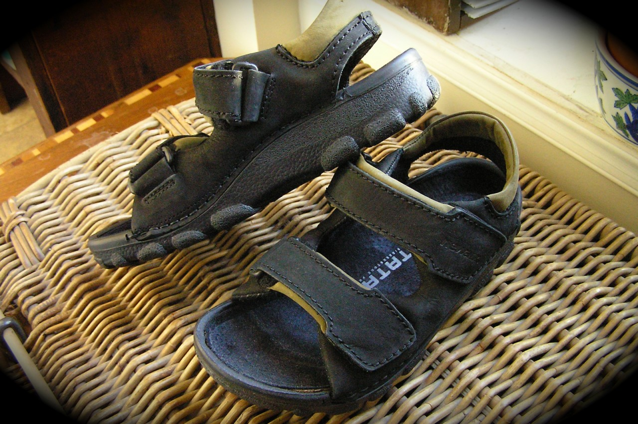 Newalk Flip Flops http://www.ebay.com/itm/Birkenstock-TATAMI-NEWALK-OTTAWA-SANDALS-brown-or-black-/370489812812
