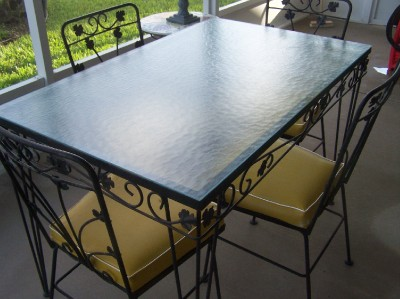 Vintage wrought iron patio table and 4 chairs glass top for Metal patio table and 4 chairs