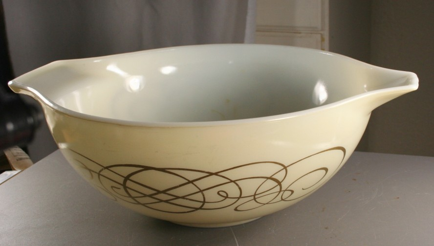 vintage pyrex, Pyrex, mixing bowl, cinderella,Golden Scroll, 1959