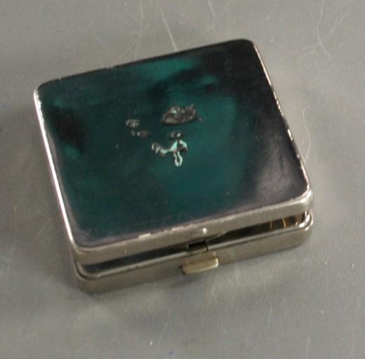 vintage compact, rouge, Volute,enameled, steel