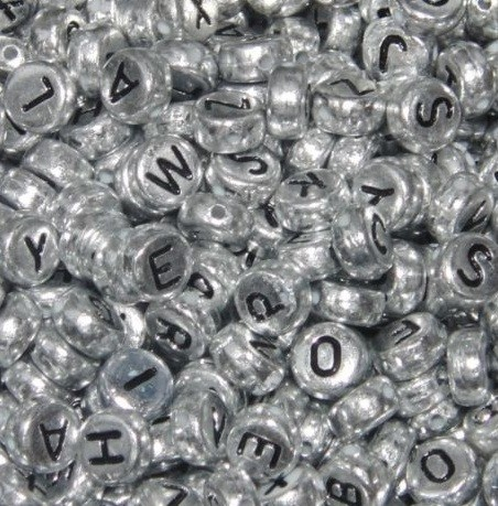 Silver-Coloured-Acrylic-ROUND-Alphabet-Beads-7mm-Choose-Your-Option