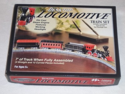 Feldstein Desktop Locomotive Train Set   HO Scale