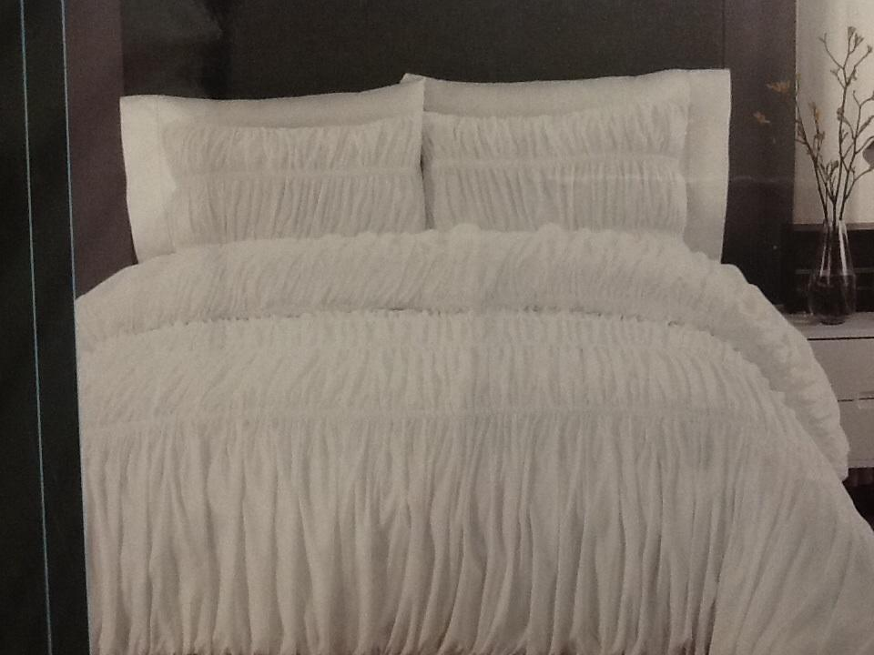 Cynthia Rowley White Ruched XL Twin forter & Pillow
