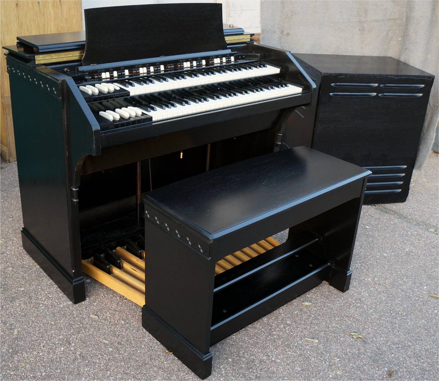 beautiful ebony hammond cv organ   dual speed leslie