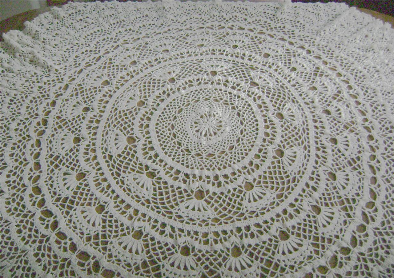 Crochet Tablecloth Pattern : Round Crochet Tablecloth Pattern