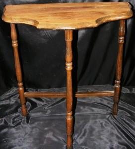 elegant small vintage half moon wall hall accent wood table w 3 spindle legs ebay. Black Bedroom Furniture Sets. Home Design Ideas