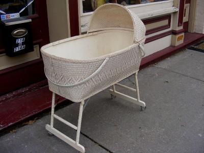 Vintage White Wicker Basket Baby Crib Cradle Bassinet W