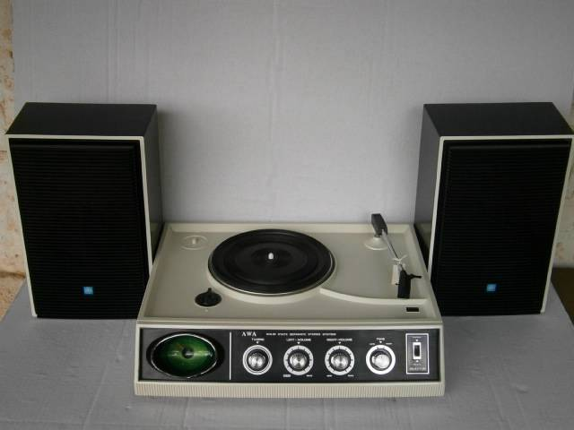 VINTAGE-RETRO-RARE-AWA-WHITE-STEREO-AM-RADIO-RECORD-PLAYER-TURNTABLE-SE-12-1970S