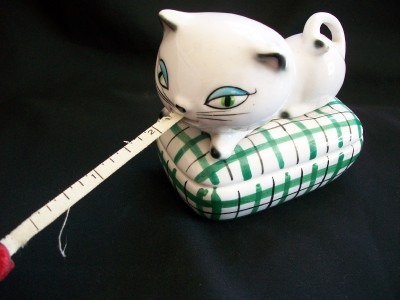 VINTAGE 1958 HOLT HOWARD COZY KITTEN KITTY CAT MEASURING TAPE PIN DISH