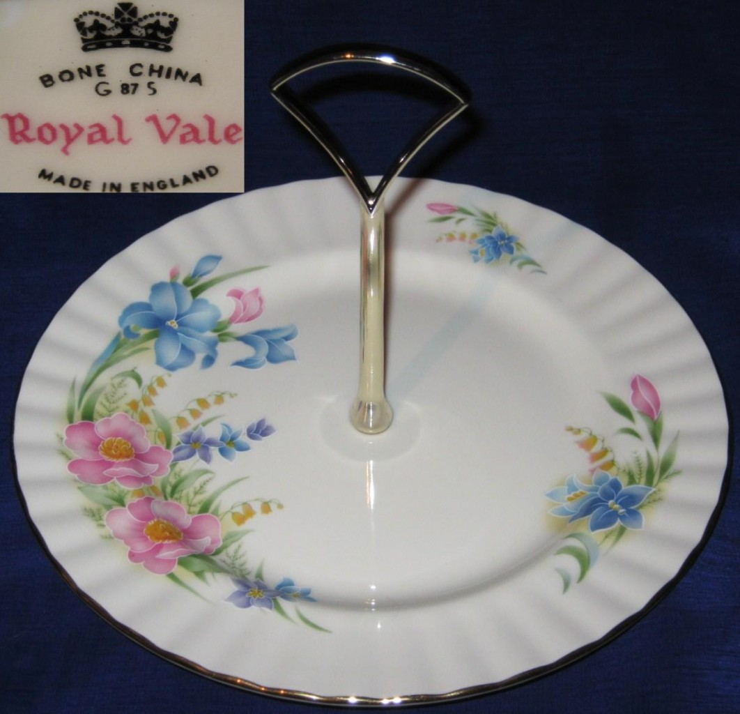 ROYAL-VALE-CHINA-FLUTED-CAKE-PLATE-WITH-HANDLE-FLORAL