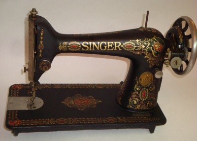 antique singer sewing machine model 66