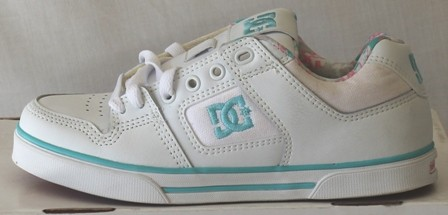 NEW-DC-SKATE-SHOES-GIRLS-KIDS-CHILDREN-JOGGERS-SNEAKER-Sz-US-Sz-5-6-PURE-WHITE