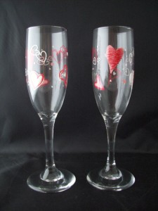 Set of 2 Bride Groom Heart Valentines Day Wine Glasses