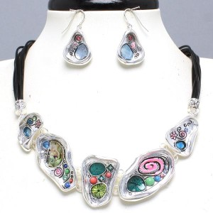 MULTI COLORED SILVER TONE METAL ART LINK FASHION STATEMENT NECKLACE