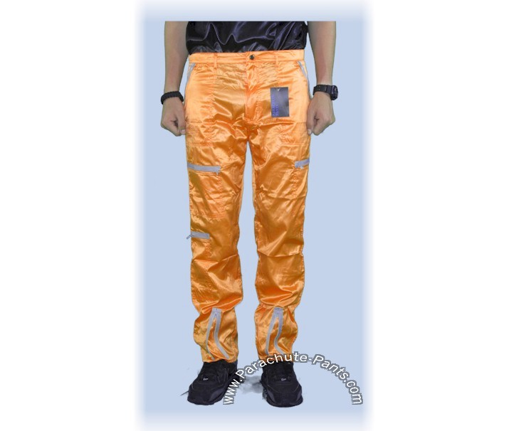 Parachute pants definition is - baggy casual pants of lightweight fabric often with an elastic or drawstring at the waist and the cuffs. baggy casual pants of lightweight fabric often with an elastic or drawstring at the waist and the cuffs.