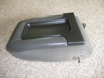 chevy silverado center console lid 99 00 01 02 03 04 05 06. Black Bedroom Furniture Sets. Home Design Ideas