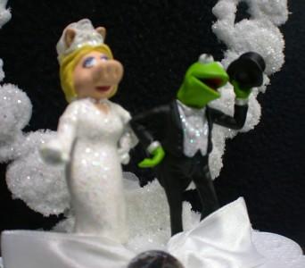 Kermit And Miss Piggy Wedding Cake