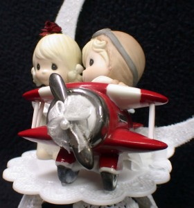 AIRPLANE Pilot PRECIOUS MOMENTS Wedding Cake Topper Top Flying RETIRED
