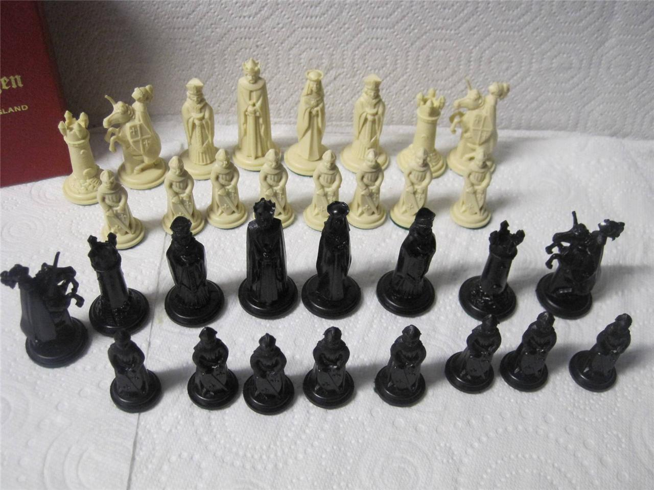 Vintage crescent medieval chessmen chess set weighted pieces ebay - Medieval times chess set ...