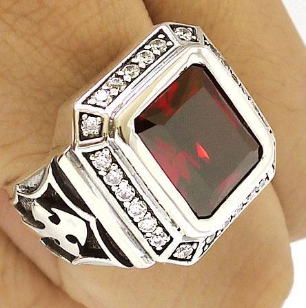 Серебряный перстень с рубином