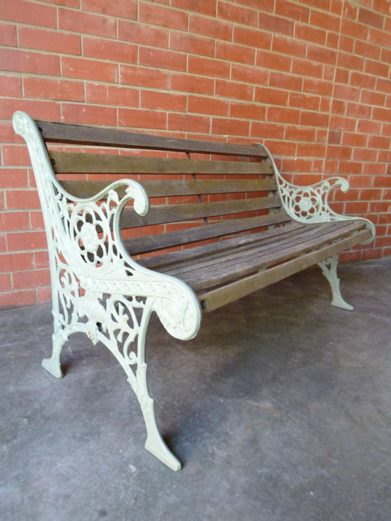 VINTAGE-PERIOD-ORNATE-CAST-IRON-OUTDOOR-GARDEN-VERANDAH-BENCH-SEAT