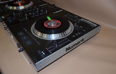 Numark ns7fx ns7 serato itch motorized dj software for Dj controller motorized platters