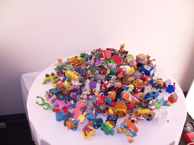 LOT OF KIDS MEALS TOYS OVER 12 LBS