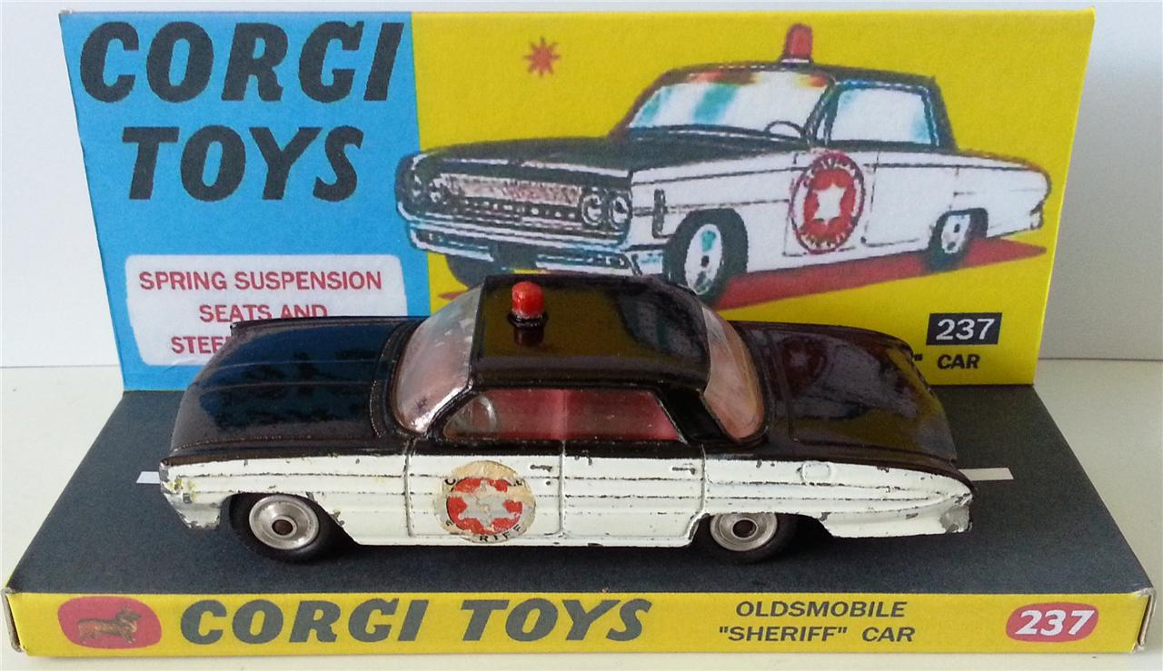 CORGI-TOYS-237-OLDSMOBILE-SHERIFF-CAR-Diecast-Model-on-Custom-Display-Stand
