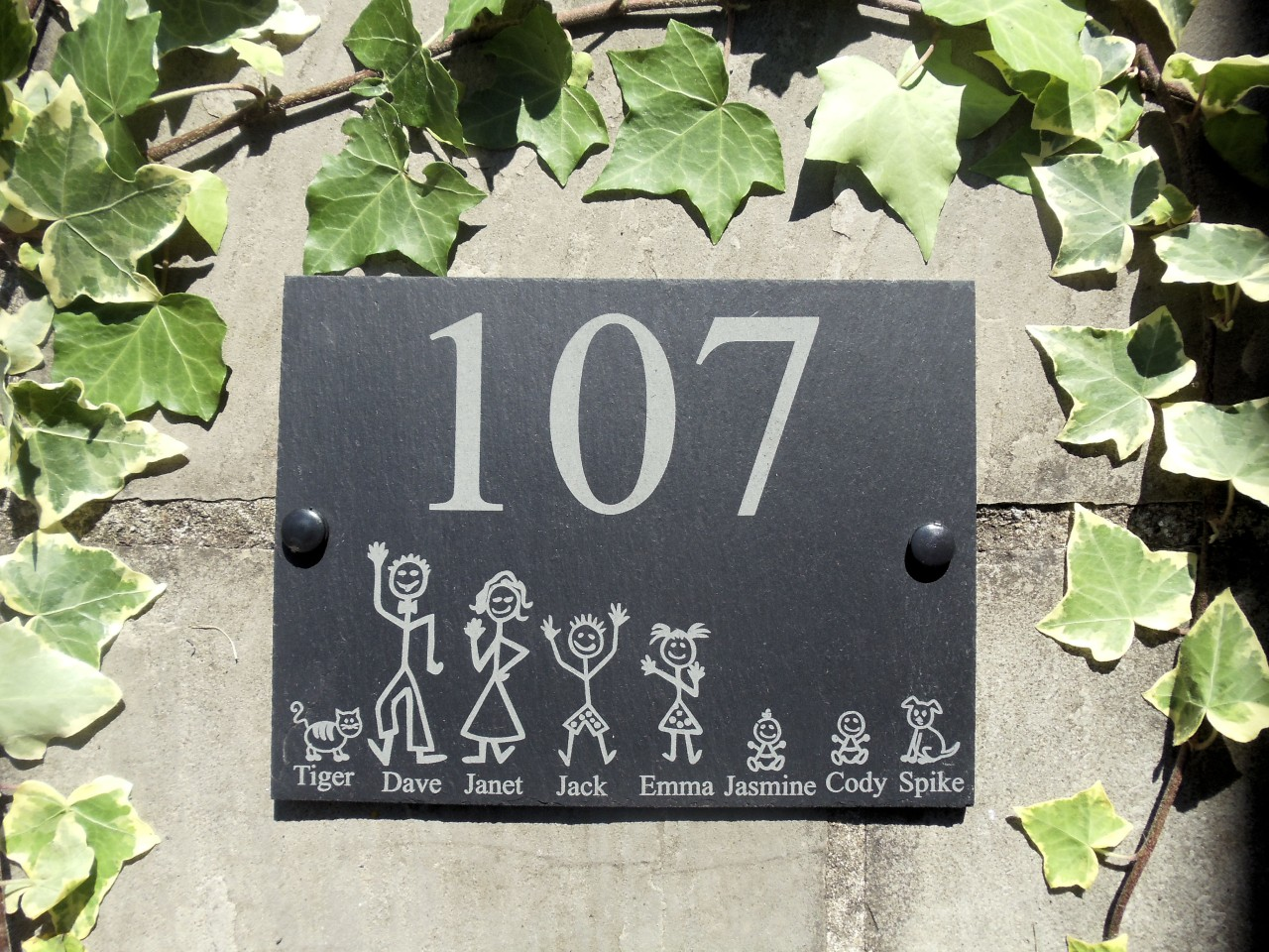 Personalised slate stick family house name or number door for Plaque de maison personnalisee