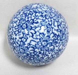 Four Decorative Blue And White Ceramic Balls Ebay