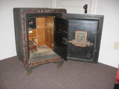 antique late 1800 39 s victor floor safe w combination ebay. Black Bedroom Furniture Sets. Home Design Ideas