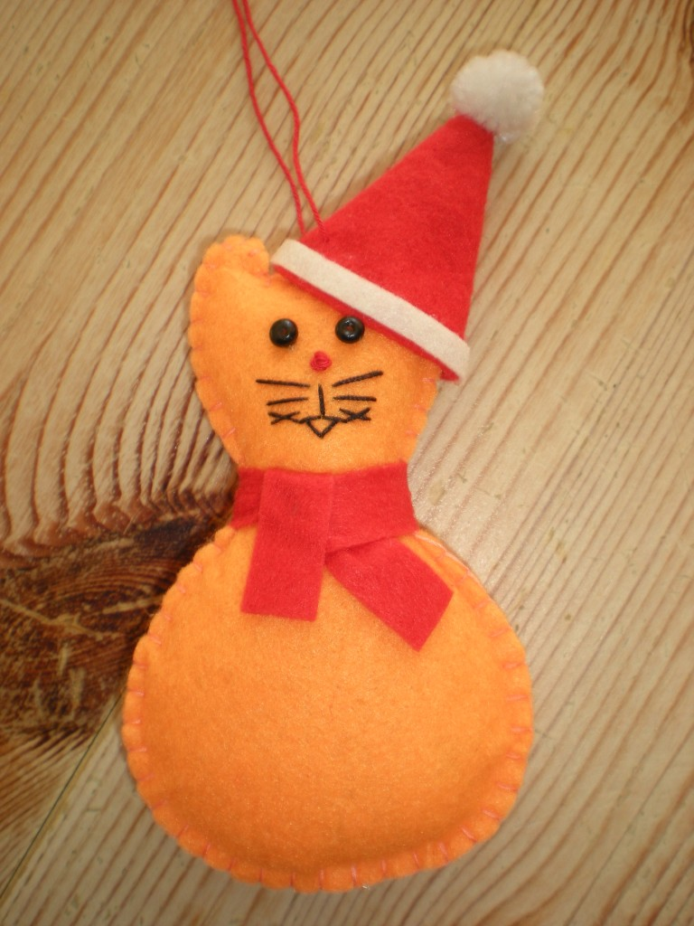 FESTIVE-CAT-felt-hanging-XMAS-TREE-DECORATIONS-black-white-grey-ginger-santa