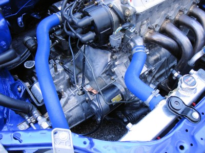 the advantage of using turbo kits over nitrous kits for engine enhancements The primary advantage of using a supercharger is that it can force more air into your mustang's engine due to the compression processes it undergoes prior to injection into intake manifolds a nitrous oxide kit, on the other hand, takes a different approach to improving your engine's performance.
